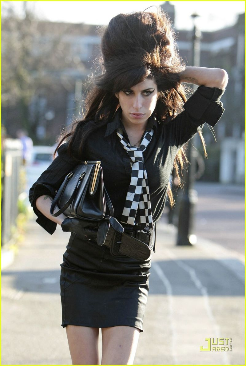 Amy-winehouse-going-to-rehab-01